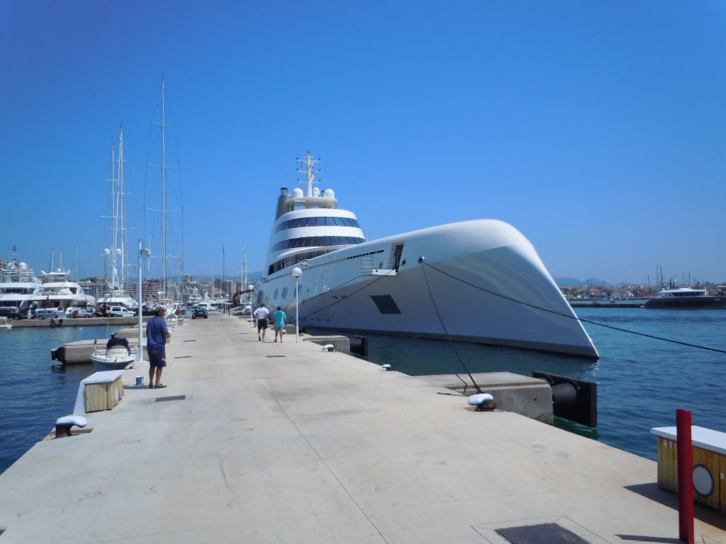 "Unik superyacht i ""Club de Mar"""