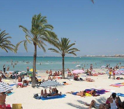 1,8 miljoner turister kom hit i augusti