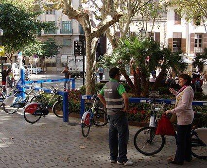 Hyrcyklar för turister i maj