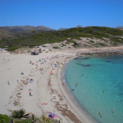 En dag på stranden vid Cala Torta
