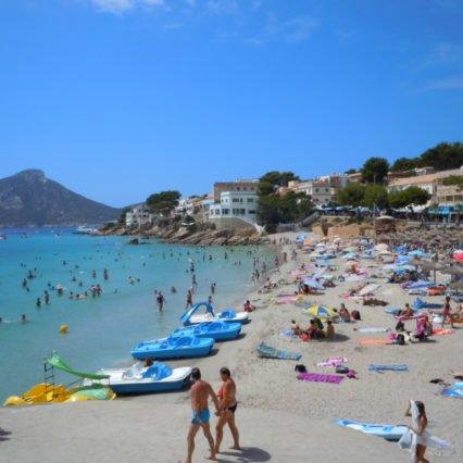 En dag på stranden i Sant Elm