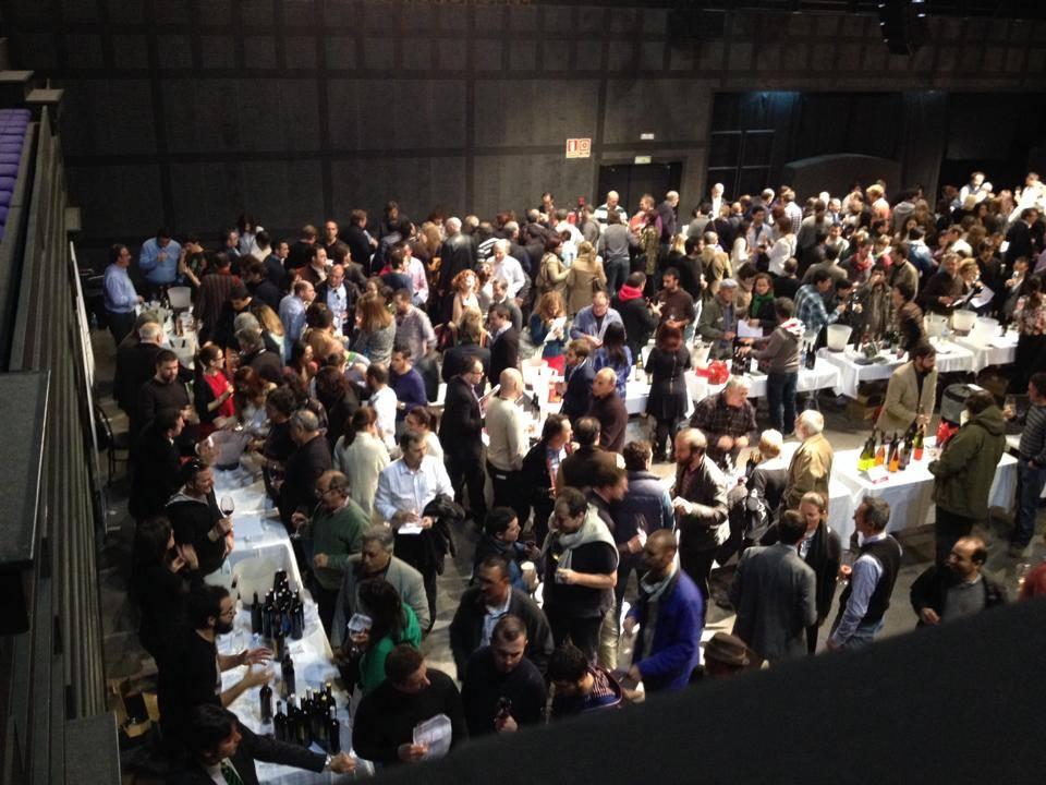 Massor med vinälskare på plats i Teatre de Lloseta
