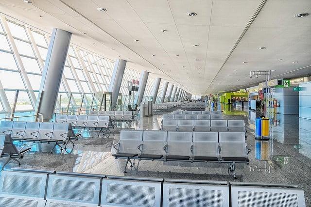 I oktober landade eller lyfte 2.371.855 flygresenärer här på ön - upp 6,5%