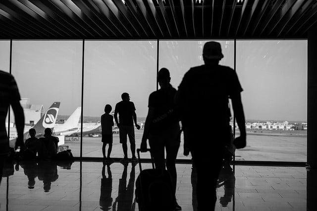 I november landade eller lyfte 761.464 flygresenärer på ön - en ökning med 4,5%