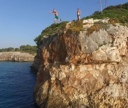 Cliff Jumping close to Cala Mendia