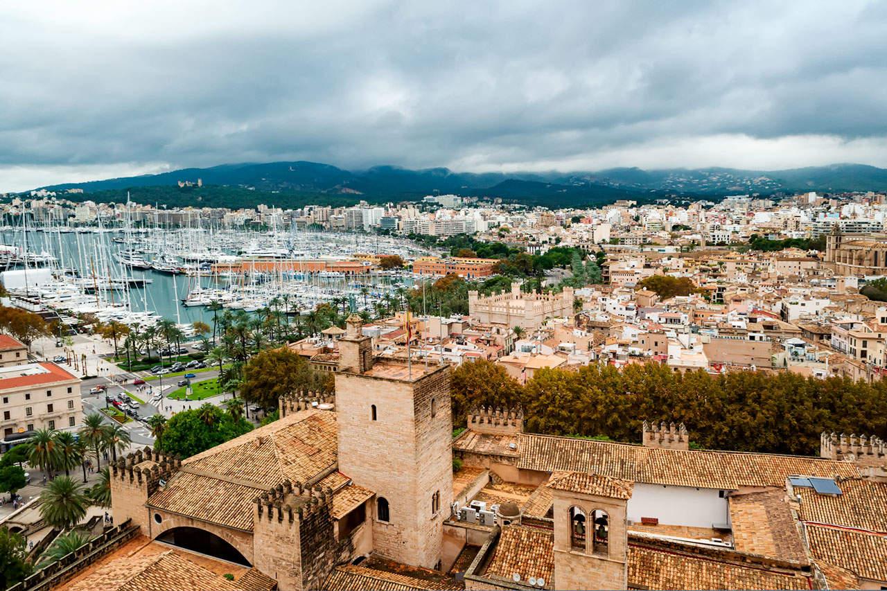 Mallorcanytt: Männsikor, möten och miljöer