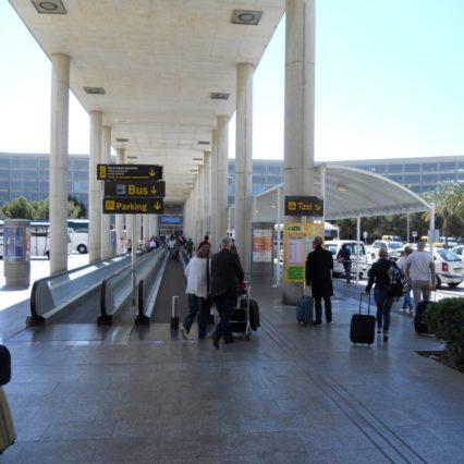 Ta bussen från flygplatsen till Cala Millor och andra städer